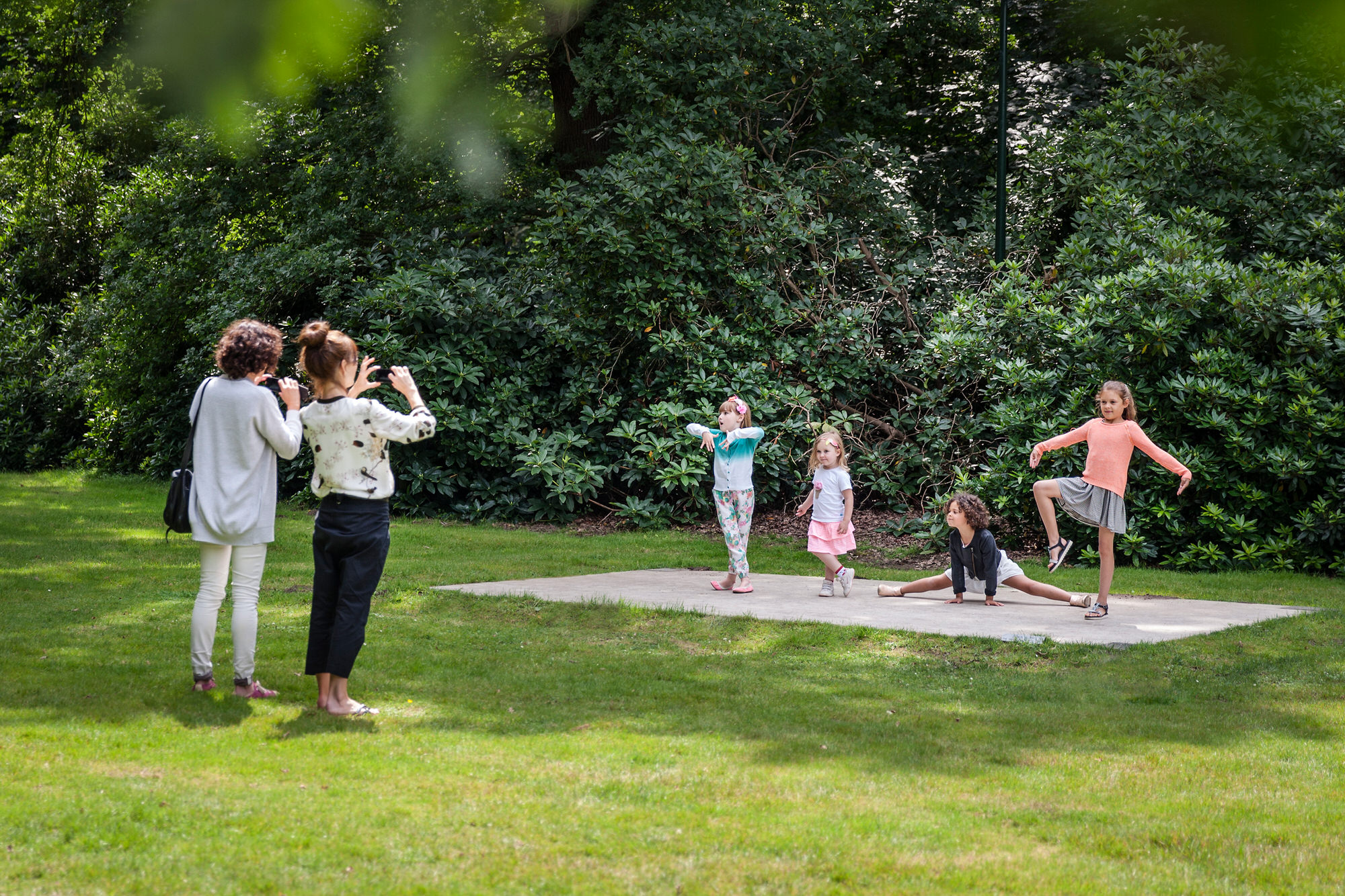 Moving with sculptures – primary education